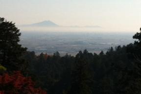 太平山神社から見た筑波山