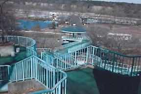 ふれあい橋と那珂川河畔公園